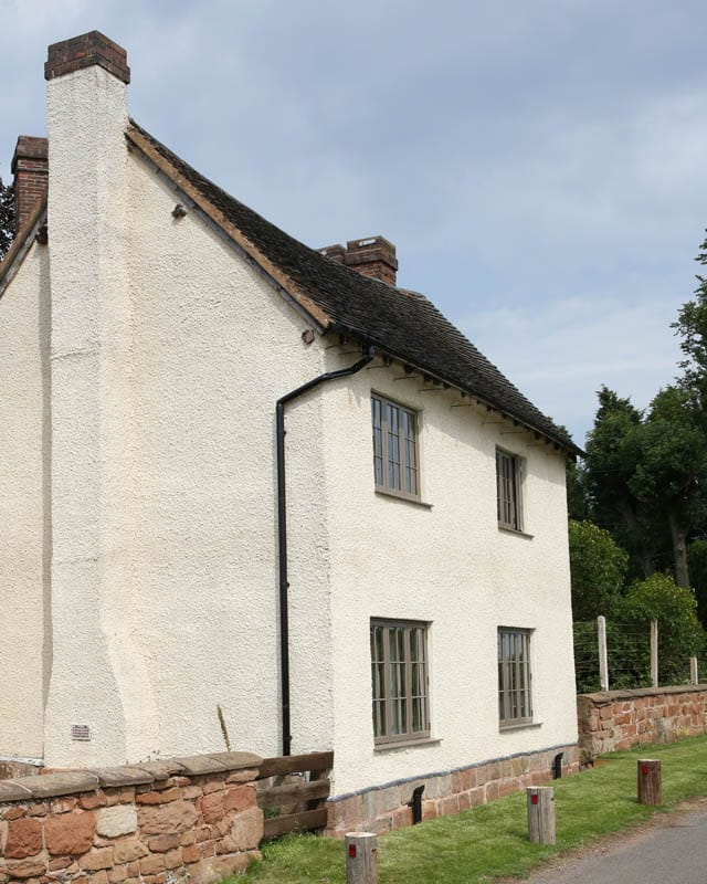Side view of colliers oak farm showing the farmhouse in profile