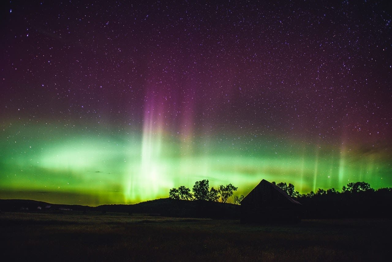 northern-lights-during-night-time-3536278