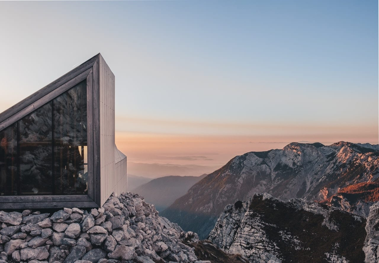 Lomond Frontier Panoramic Lift and Slide Doors in a mountain building