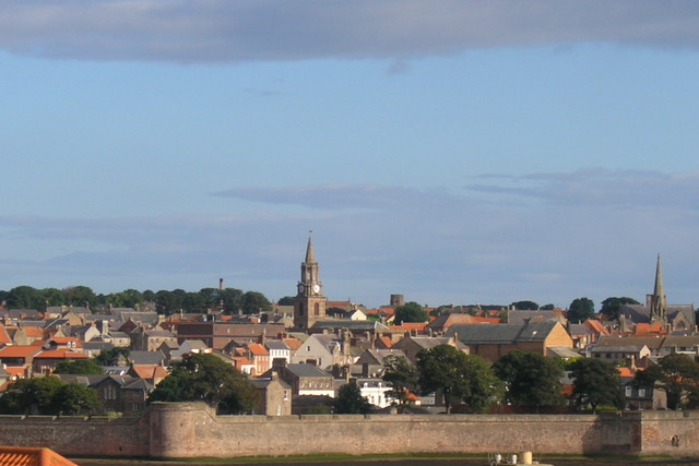 Photo of conservation area Berwick on Tweed showing the Elizabethan wall